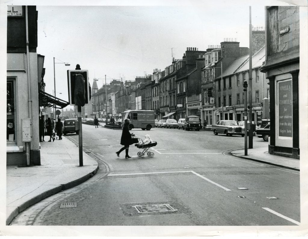 Crossing at Montrose High Street in February 1971.