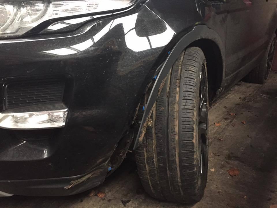 The damaged Range Rover