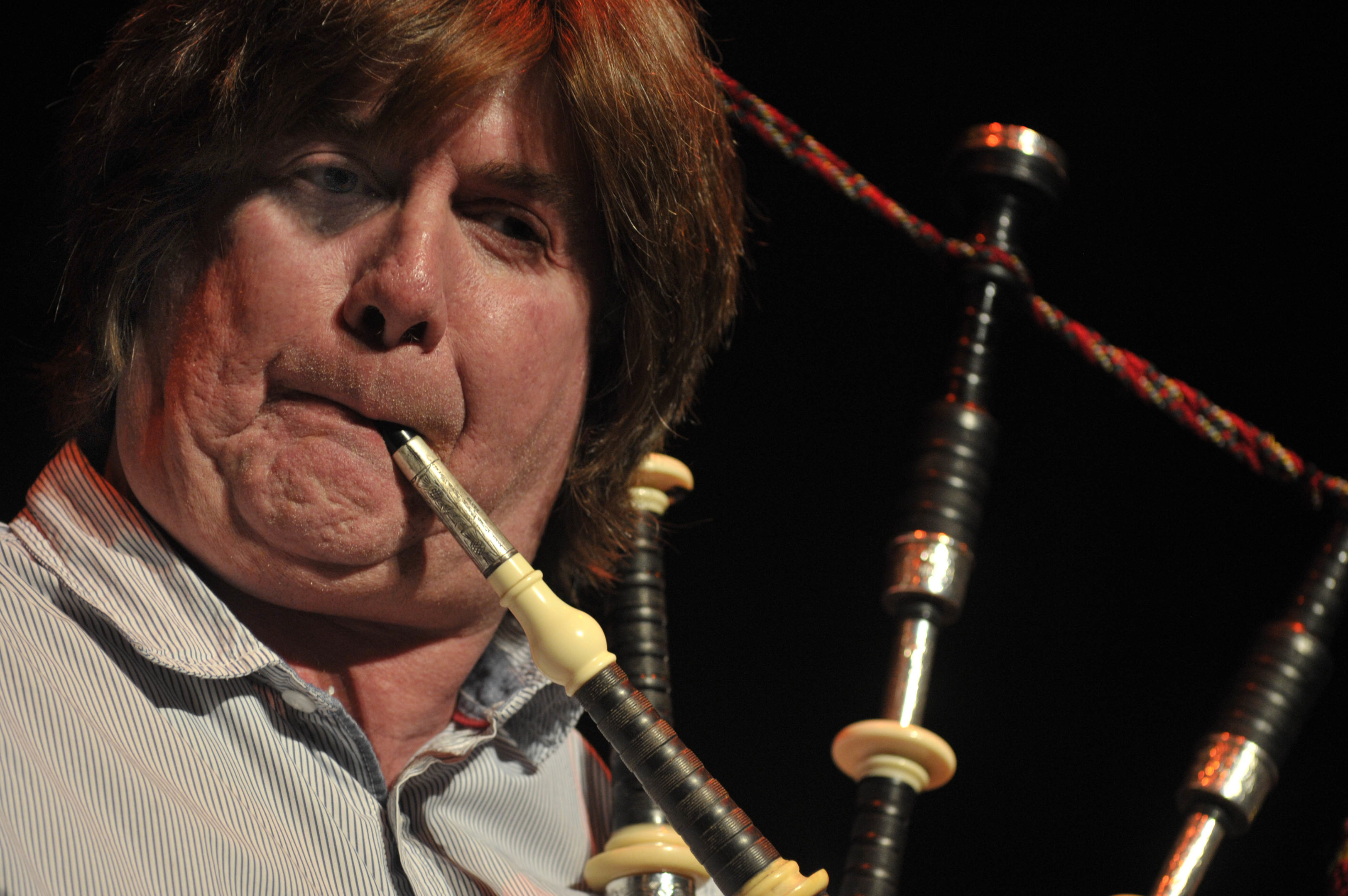 Virtuoso piper and multi-instrumentalist Fred Morrison in action.