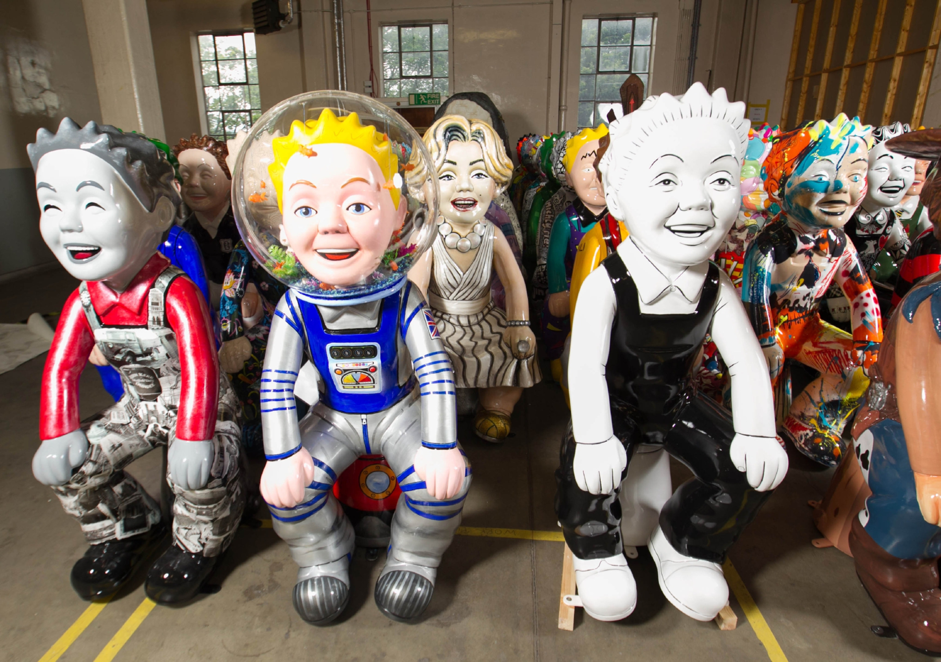 There will be one final Oor Wullie statue auctioned off in Dundee next month.