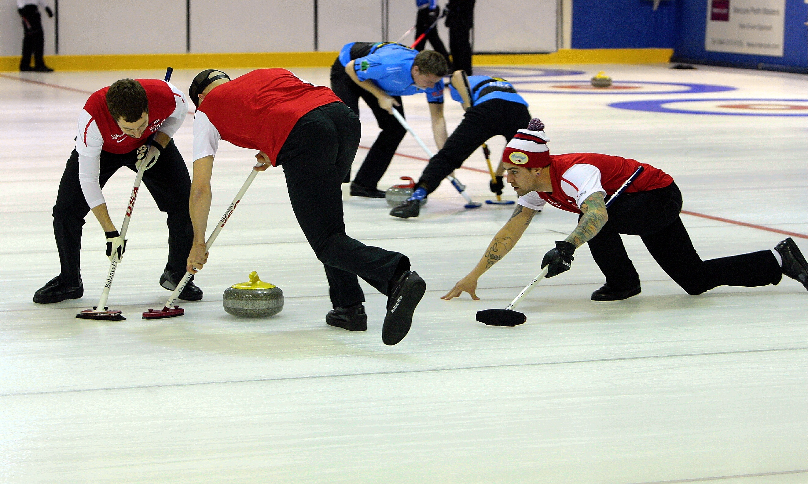 Curling action from a previous Mercure City of Perth Masters.