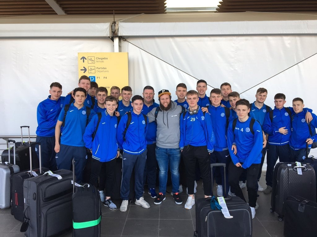 """Andrew """"Beef"""" Johnston with the St Johnstone players."""
