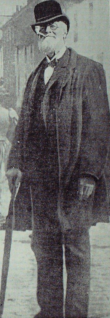 WD Latto in his Tammas Bodkin persona.