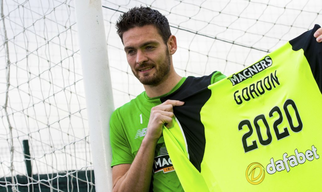 Craig Gordon has signed a new deal to 2020.