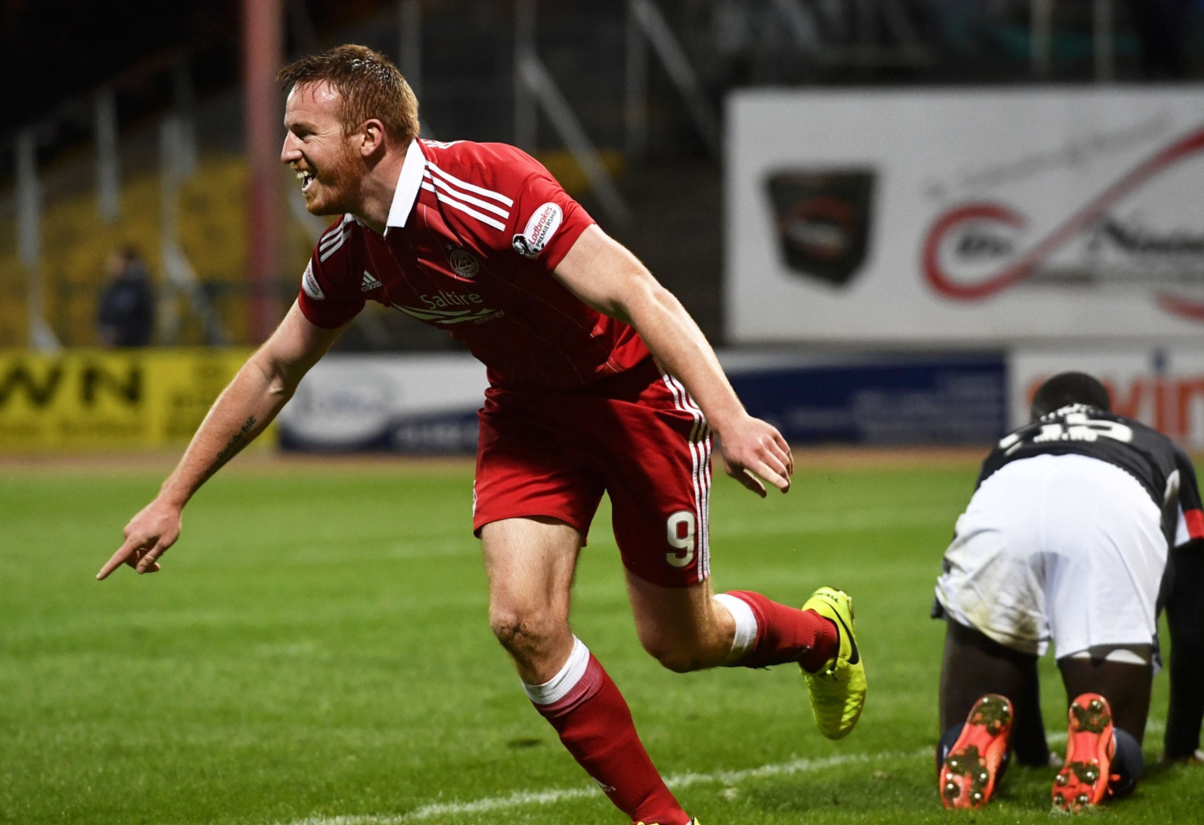 Adam Rooney scores the second Aberdeen goal.