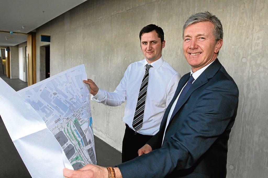 Senior engineer Gavin Smith and Dundee waterfront project director Allan Watt.