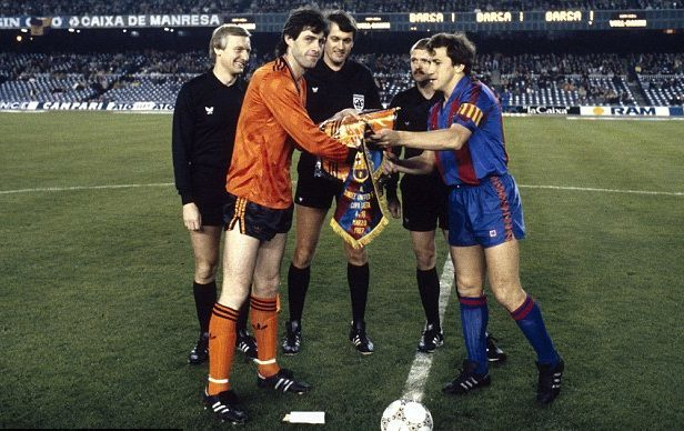 United and Barcelona swap pennants at start of Tannadice clash