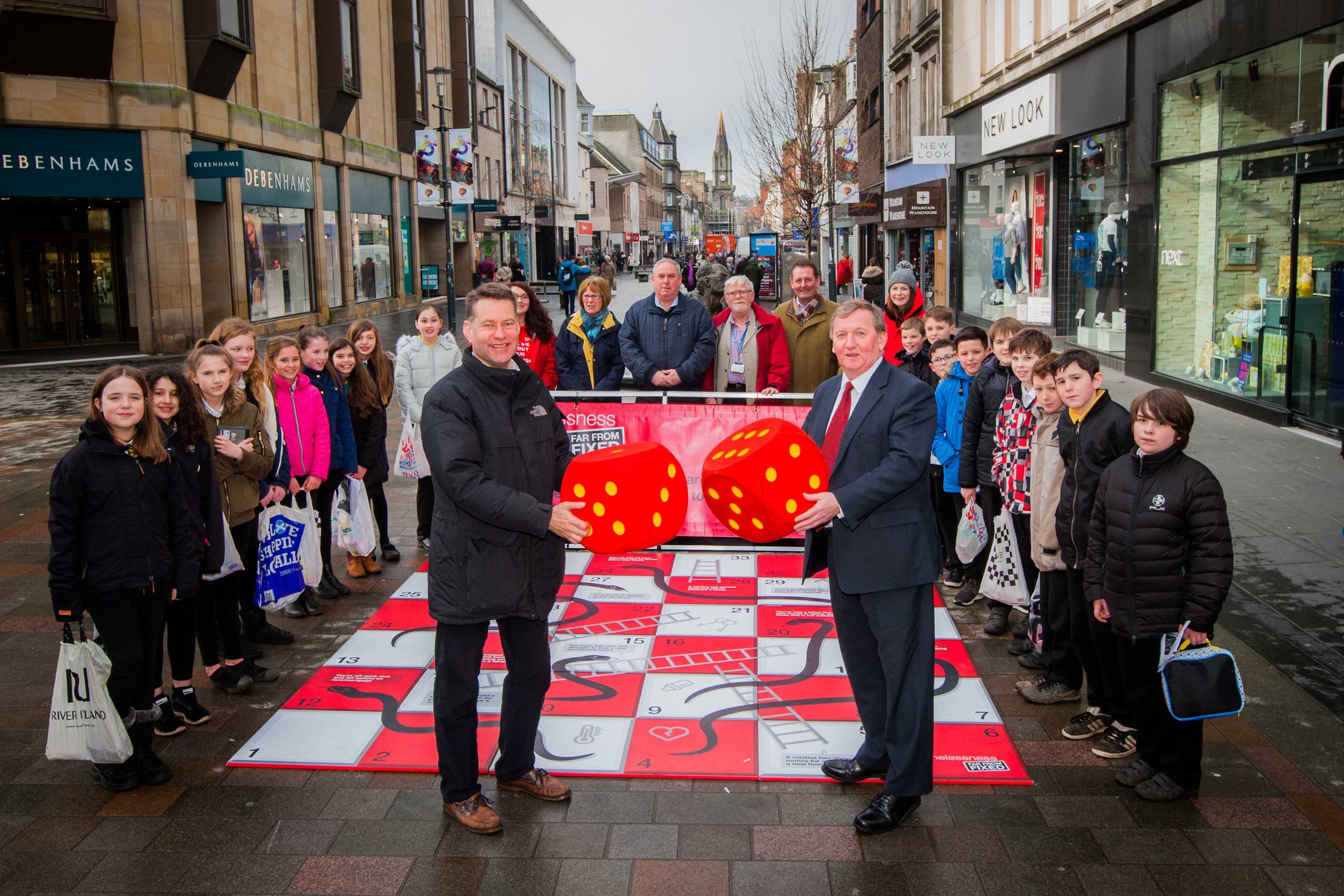 Policitions Murdo Fraser MSP (left) and Alex Rowley MSP (right) watched by school children from Moncreiffe Primary School, local councillors and member of the Campaigns team for Shelter Scotland