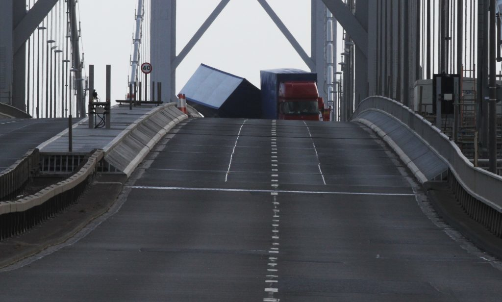 The lorry overturned on the Forth Road Bridge.