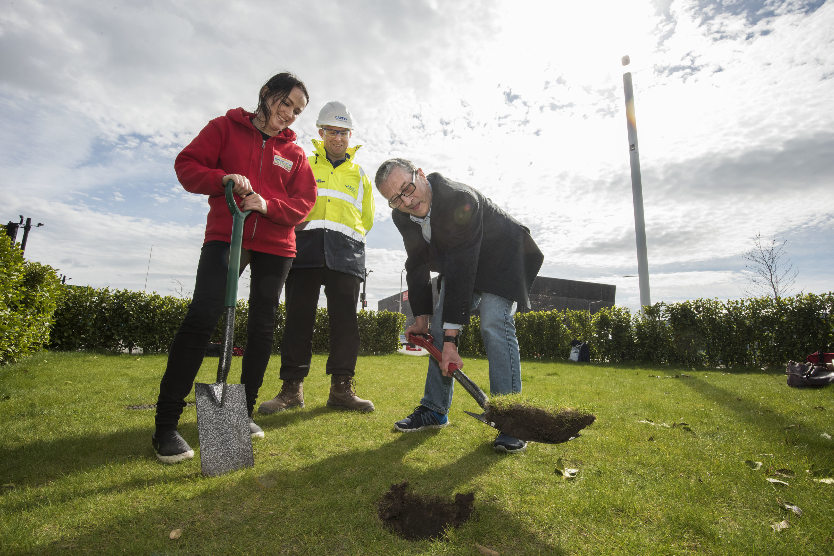 V&A Dundee Community garden on Slessor Gardens Starting work are  Stephanie Kerr frp, the People Postcode Lottery, Paddy Duffy Project Manager for the V&;A Dundee and Derek Cassie from the V&A Community Garden