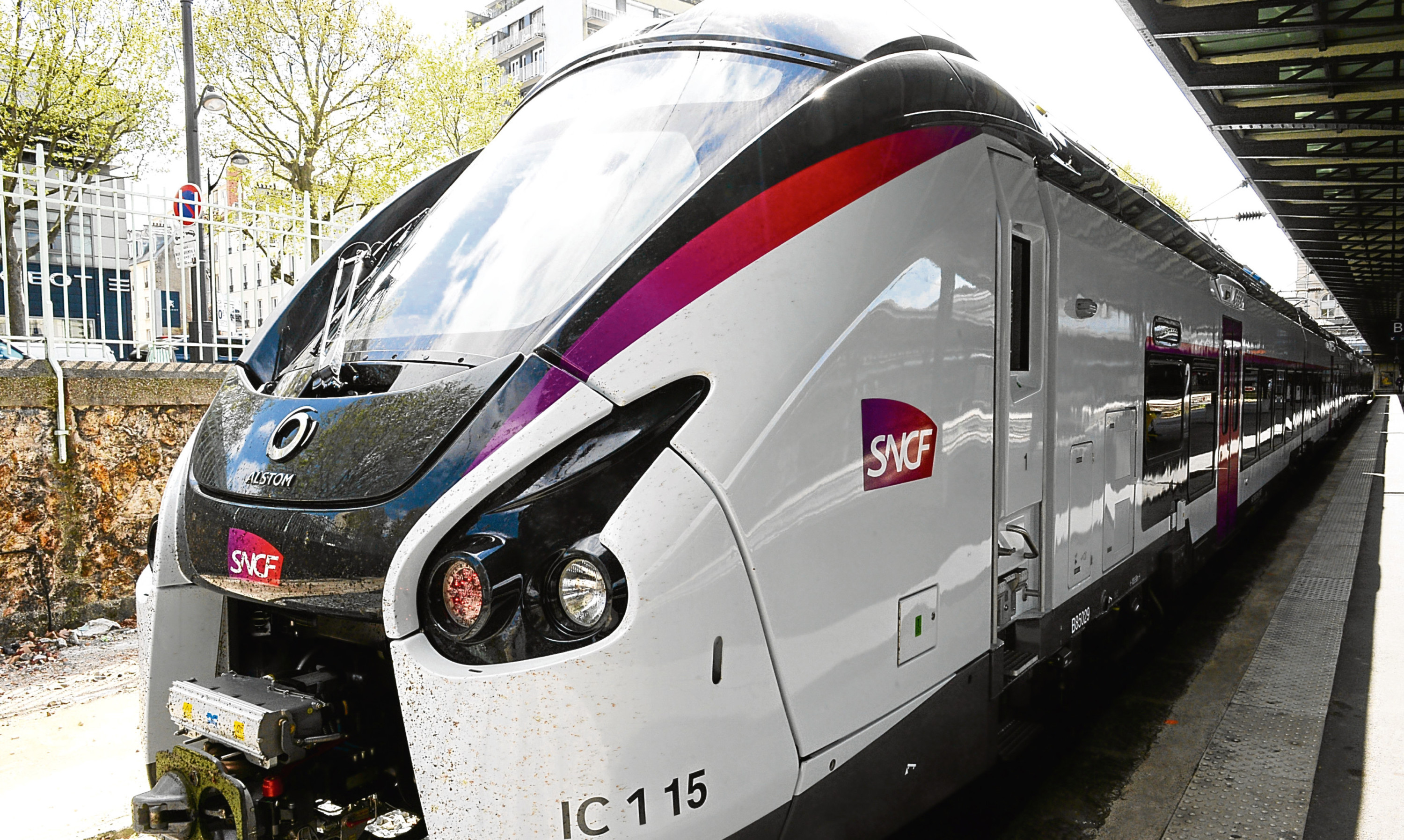 A new SNCF Coradia Liner traim