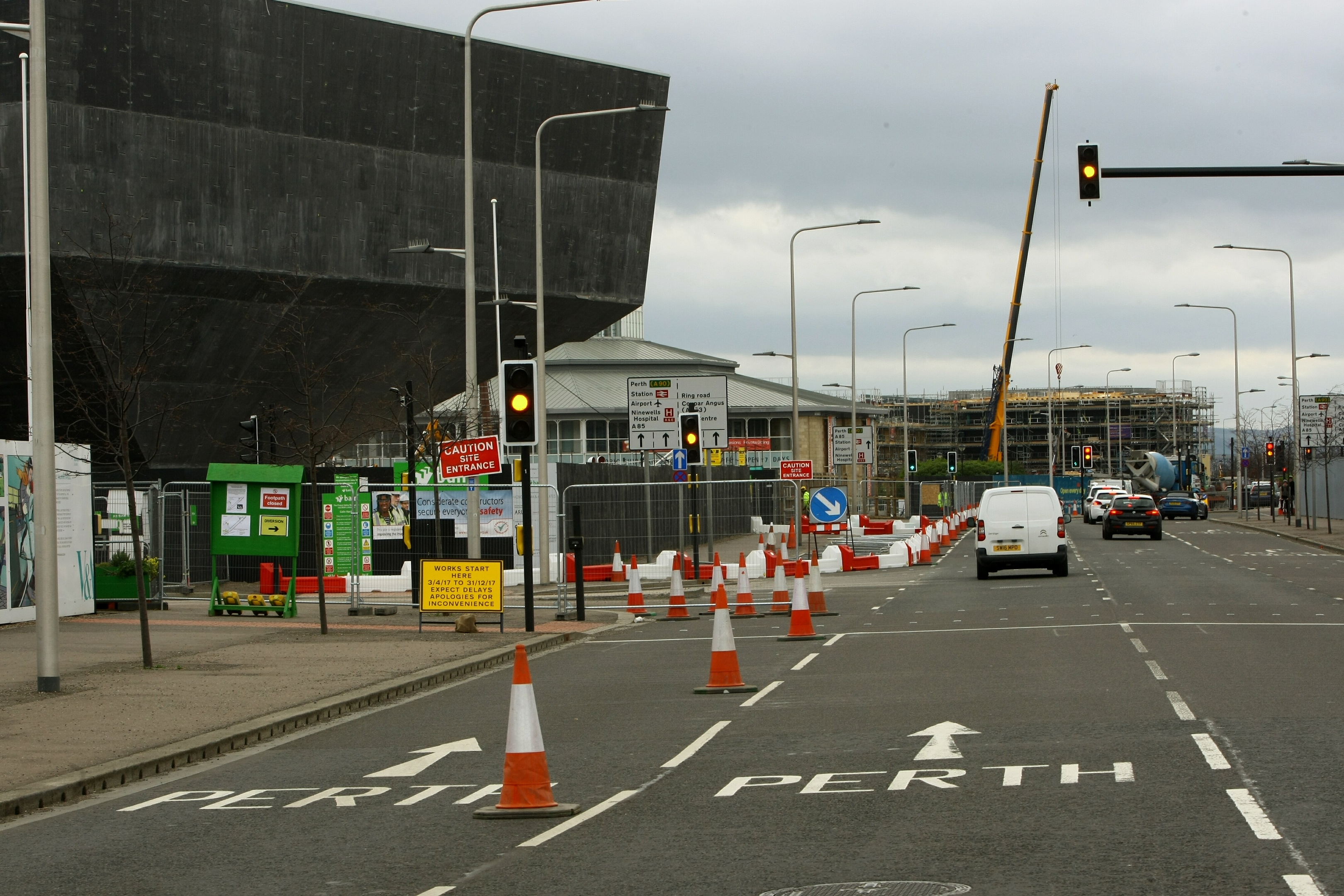 The closure of the inside lane of River Esplanade has caused severe congestion for commuters.