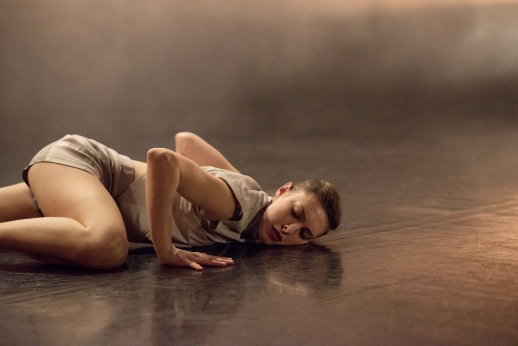 EDge dancer Beth James performing The Crumbling of Order by Tony Adigun_Imageby_CamillaGreenwell_750_0512