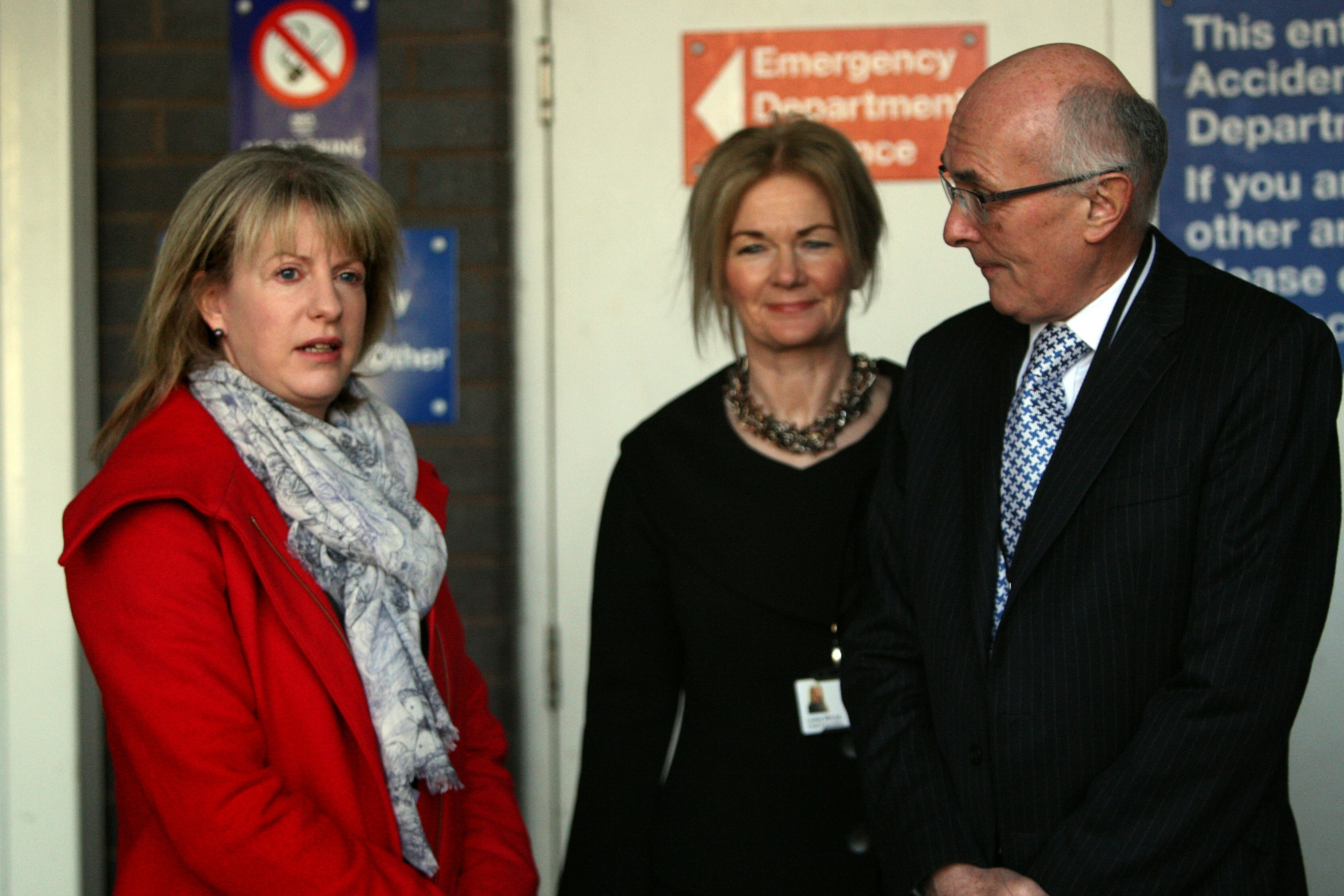 Shona Robison with NHS Tayside chief executive Lesley McLay and Professor John Connell, chairman of the Tayside NHS Board