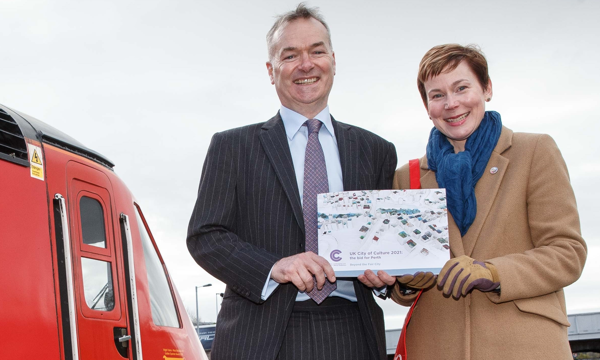 Stagecoach chief executive Martin Griffiths and bid leader Fiona Henderson.