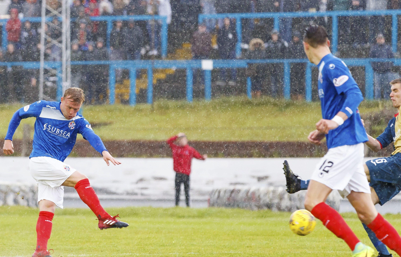 Fraser Mullen puts Cowdenbeath ahead.