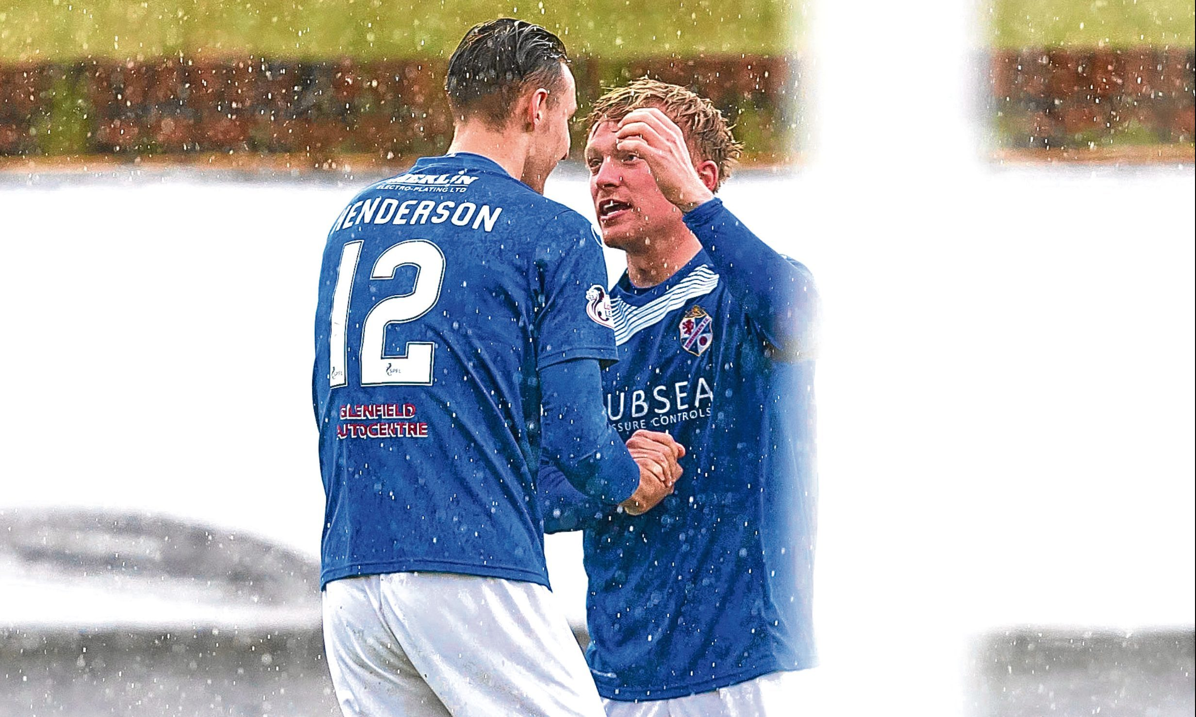 Cowdenbeath's Fraser Mullen (right) celebrates his goal with Liam Henderson.