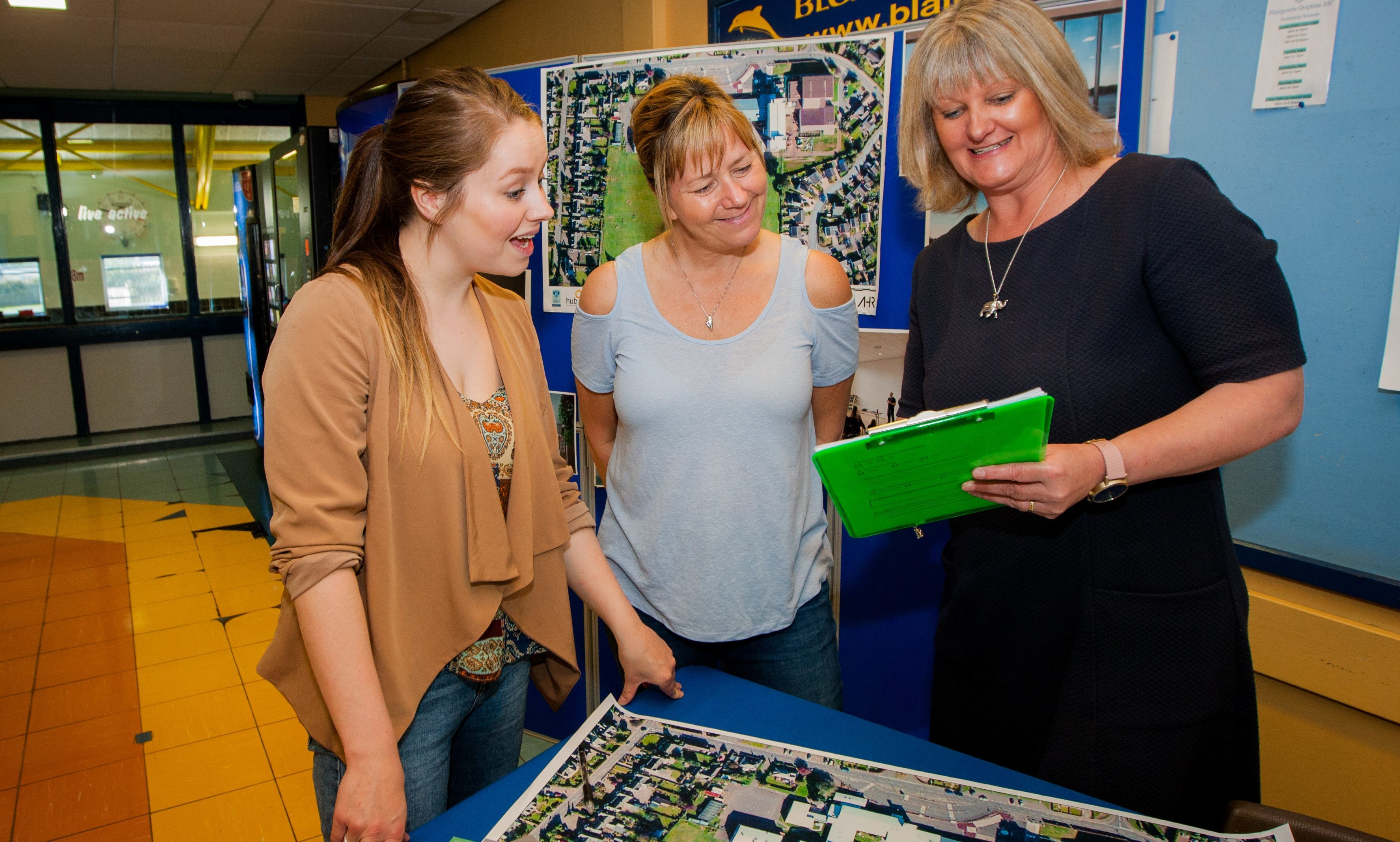 An earlier consultation session with consultant Penny Lochhead, alongside locals Jenni McGregor (left) and her mum Pauline McGregor (centre).