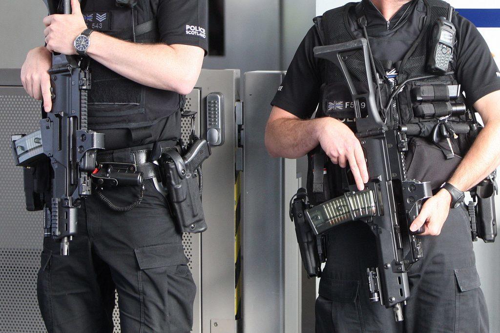 KMil_ArmedPolice_Dundee