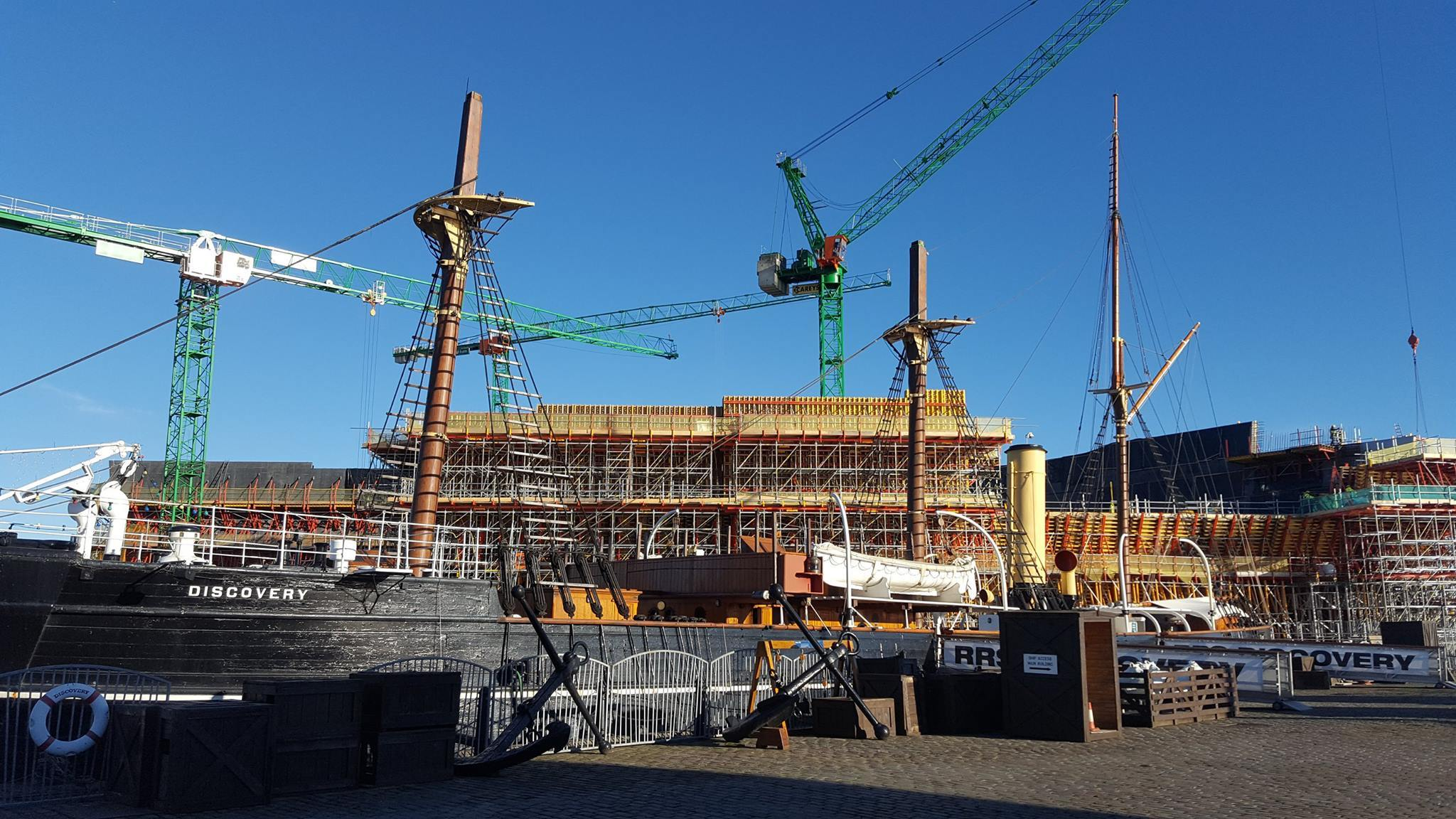 The mast work under way on the Discovery.