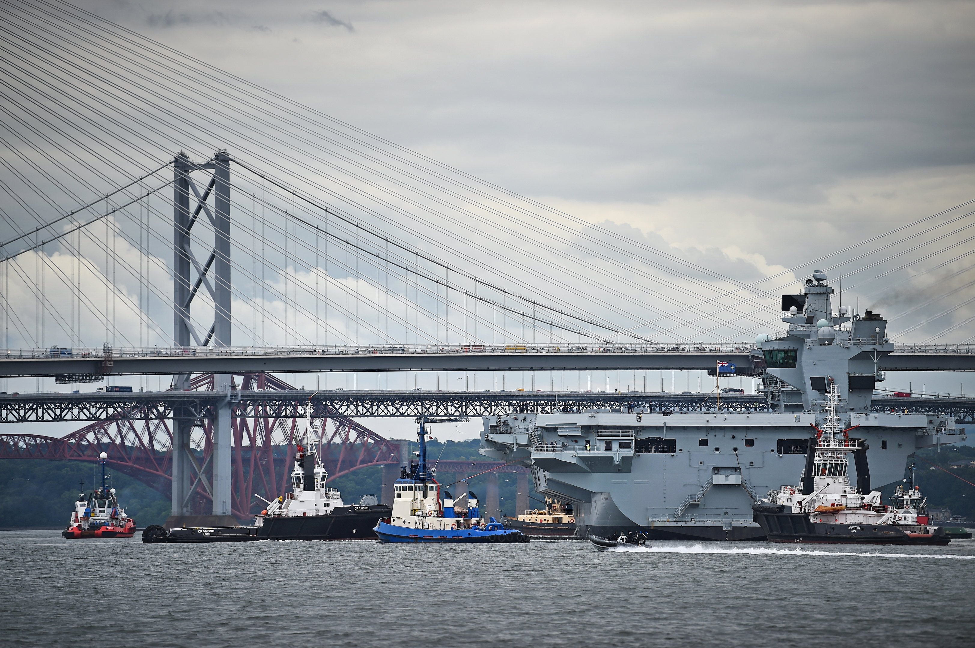 HMS Queen Elizabeth leaves Rosyth for sea trials