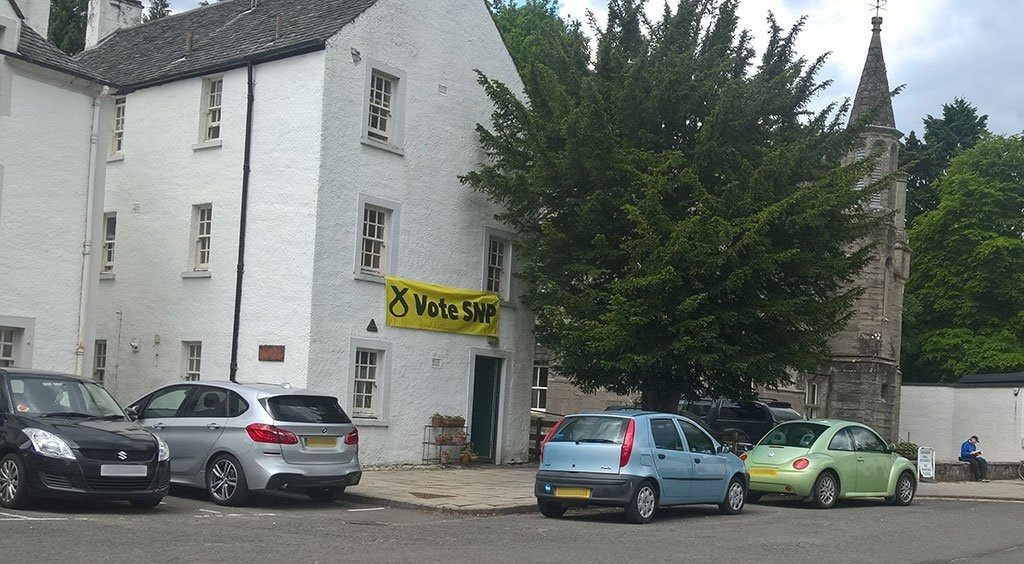 The SNP banner before it was removed from the Dunkeld property.