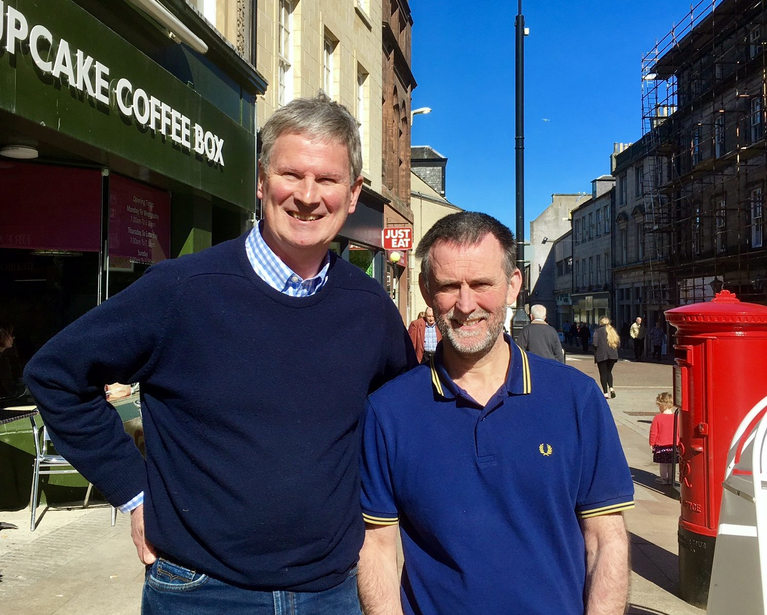Tom Mitchell of Puddledub (left) with Mike Lowe on Kirkcaldy High Street