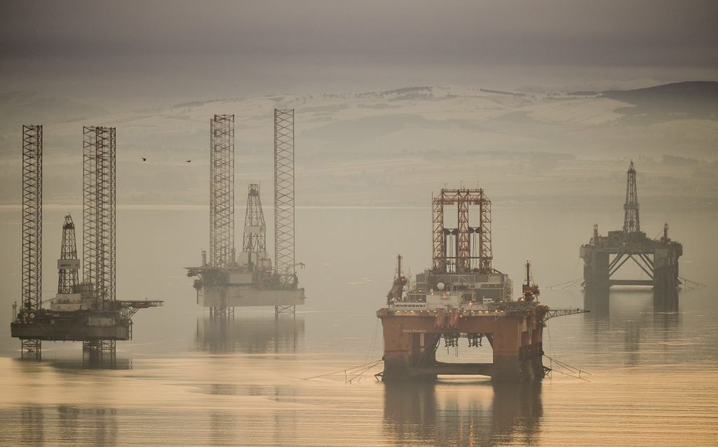 A pro-independence business group has blamed UK Government mismanagement of oil for Scotland's deficit.