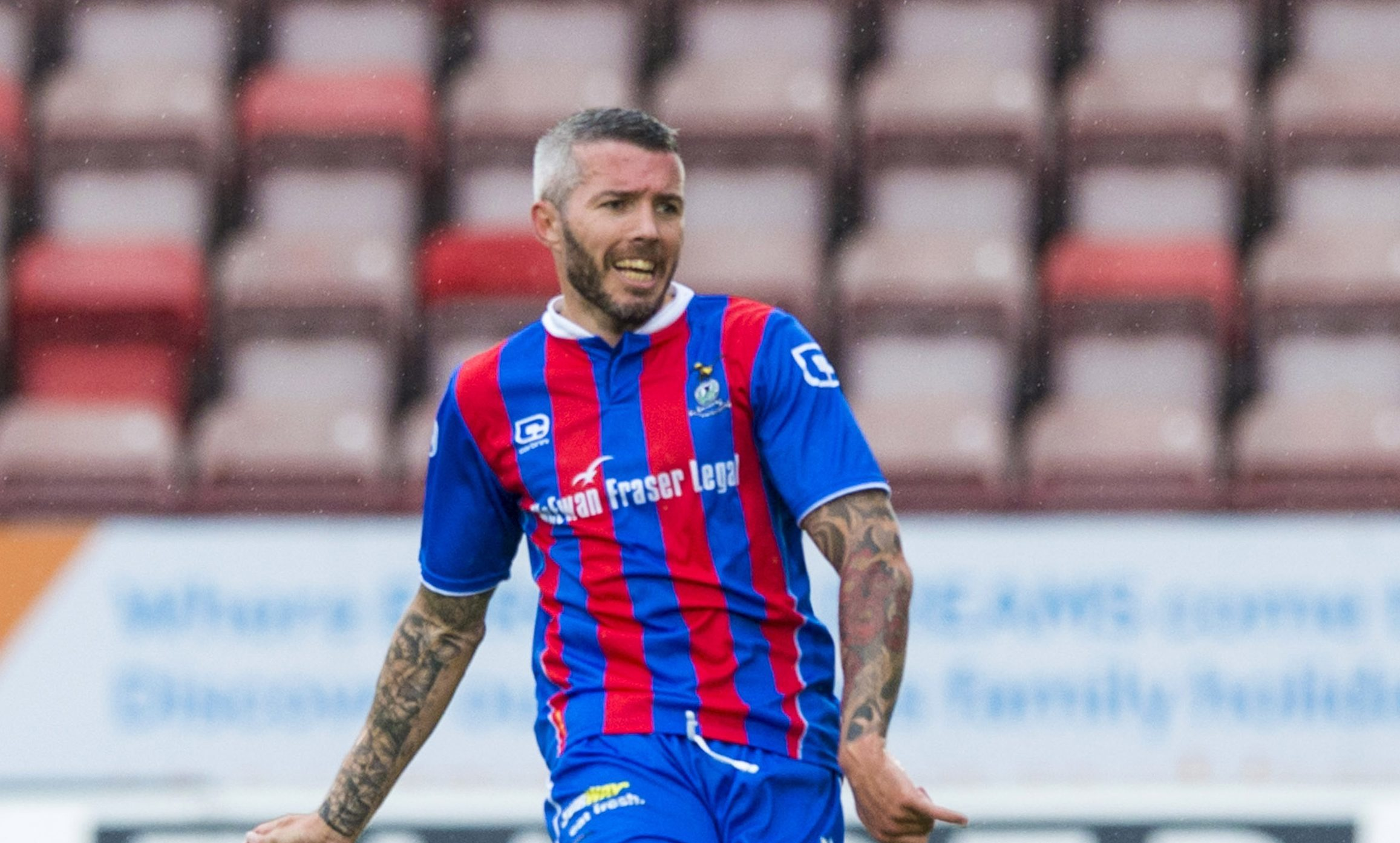 Kevin McNaughton playing for Inverness Caledonian Thistle.