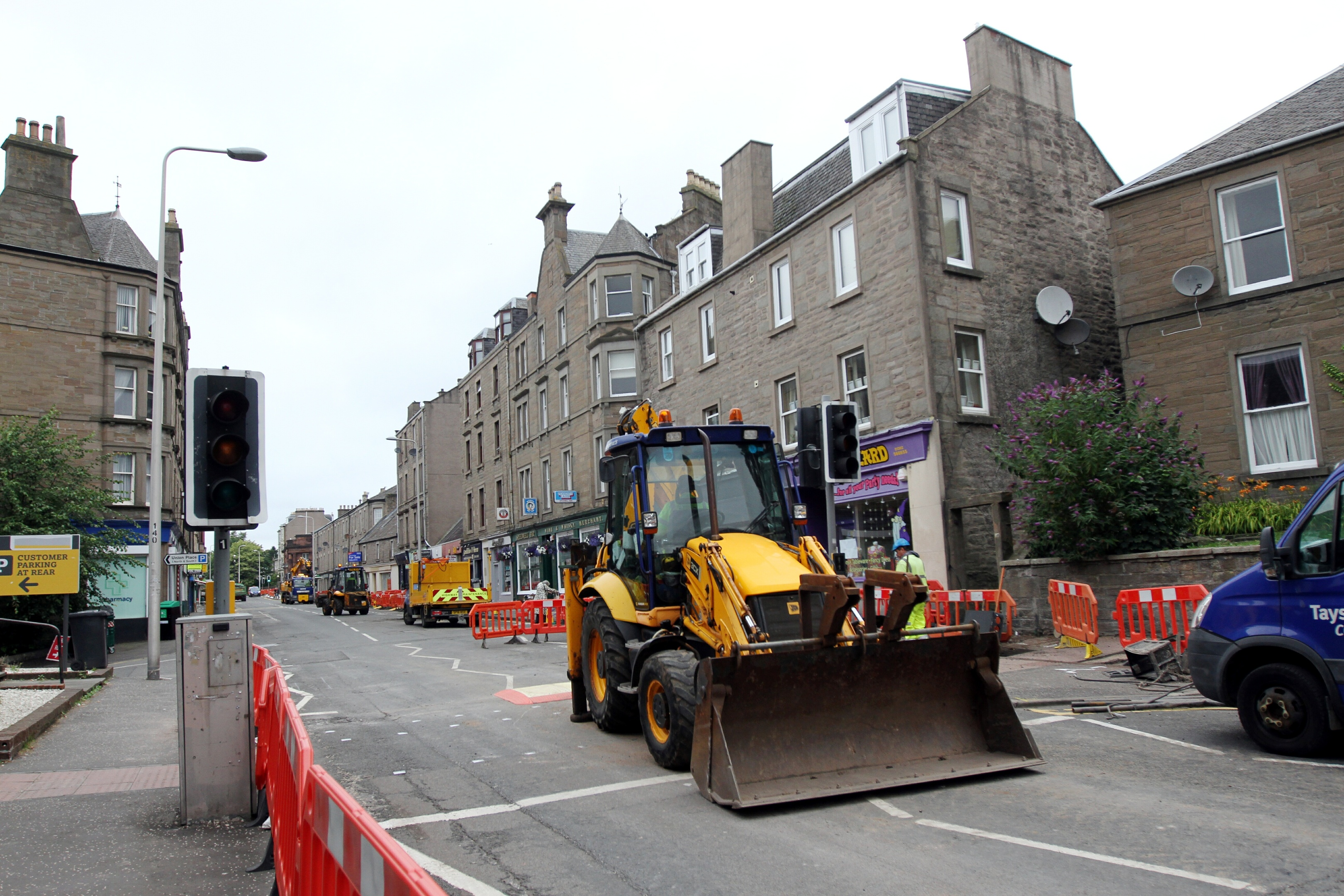 Carriageway resurfacing works are underway for the next four weeks on Perth Road.
