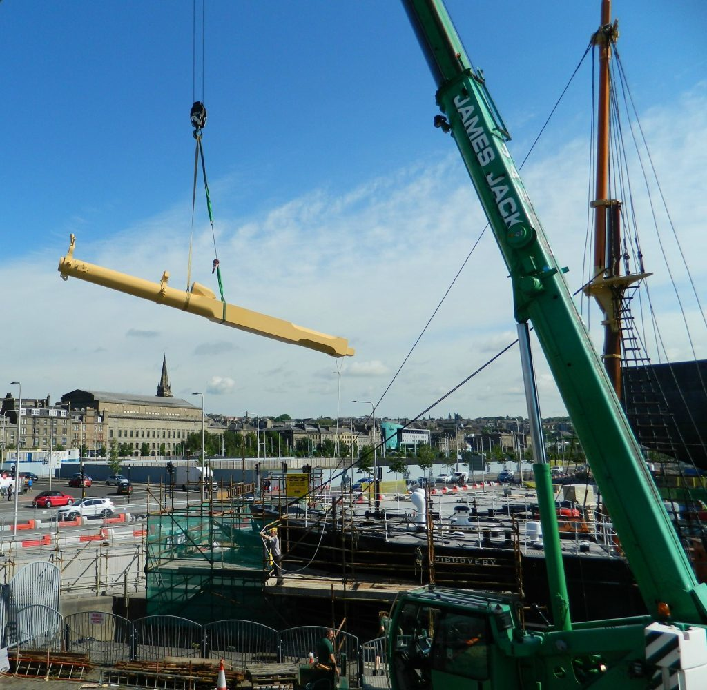 A bowsprit being loaded onto the ship.