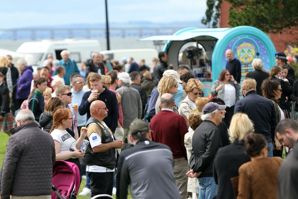 Broughty Ferry Gala Fete and crowds enjoying the sun.