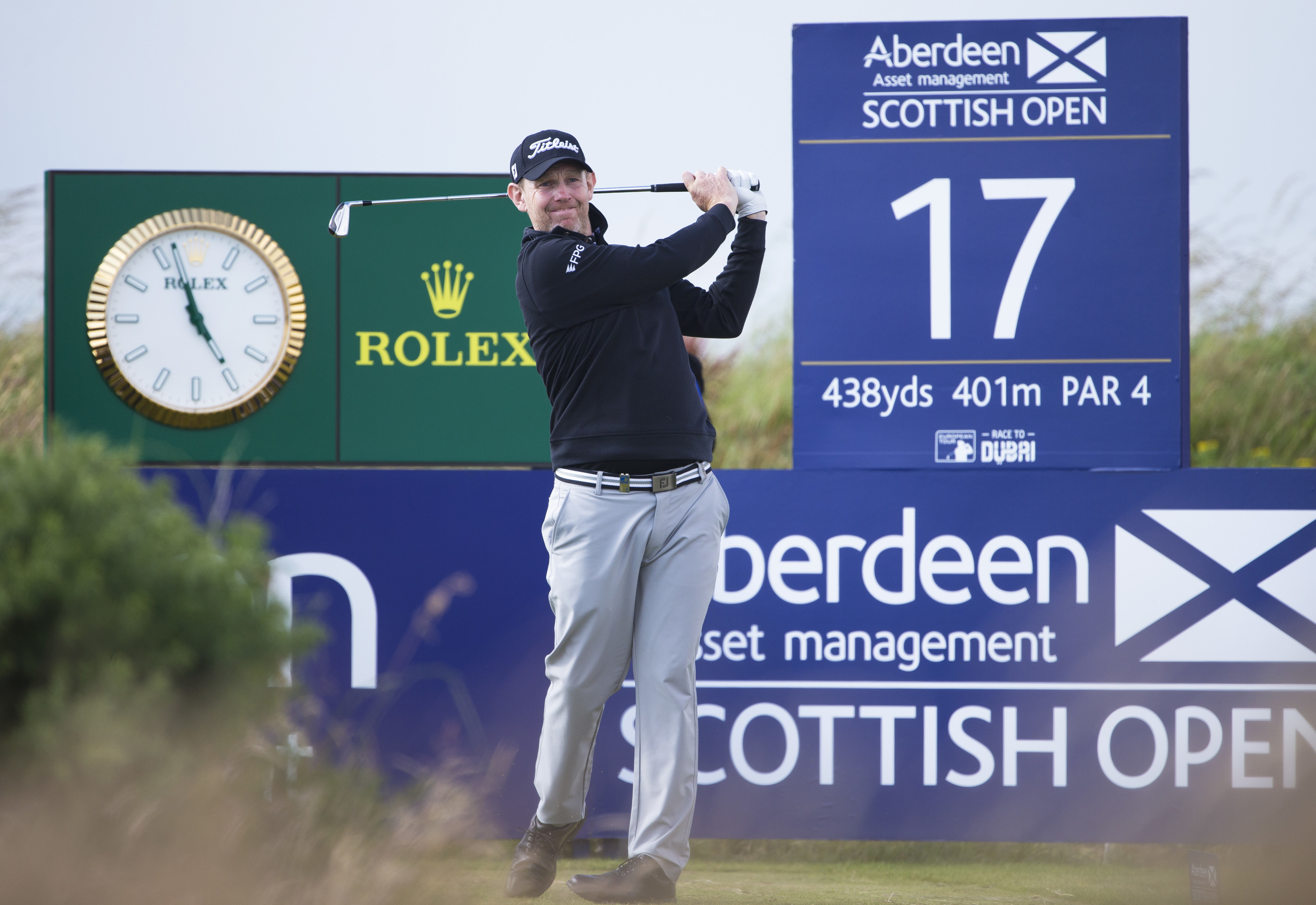 Stephen Gallacher shot a four-under 68 to be three of the lead at Dundonald.