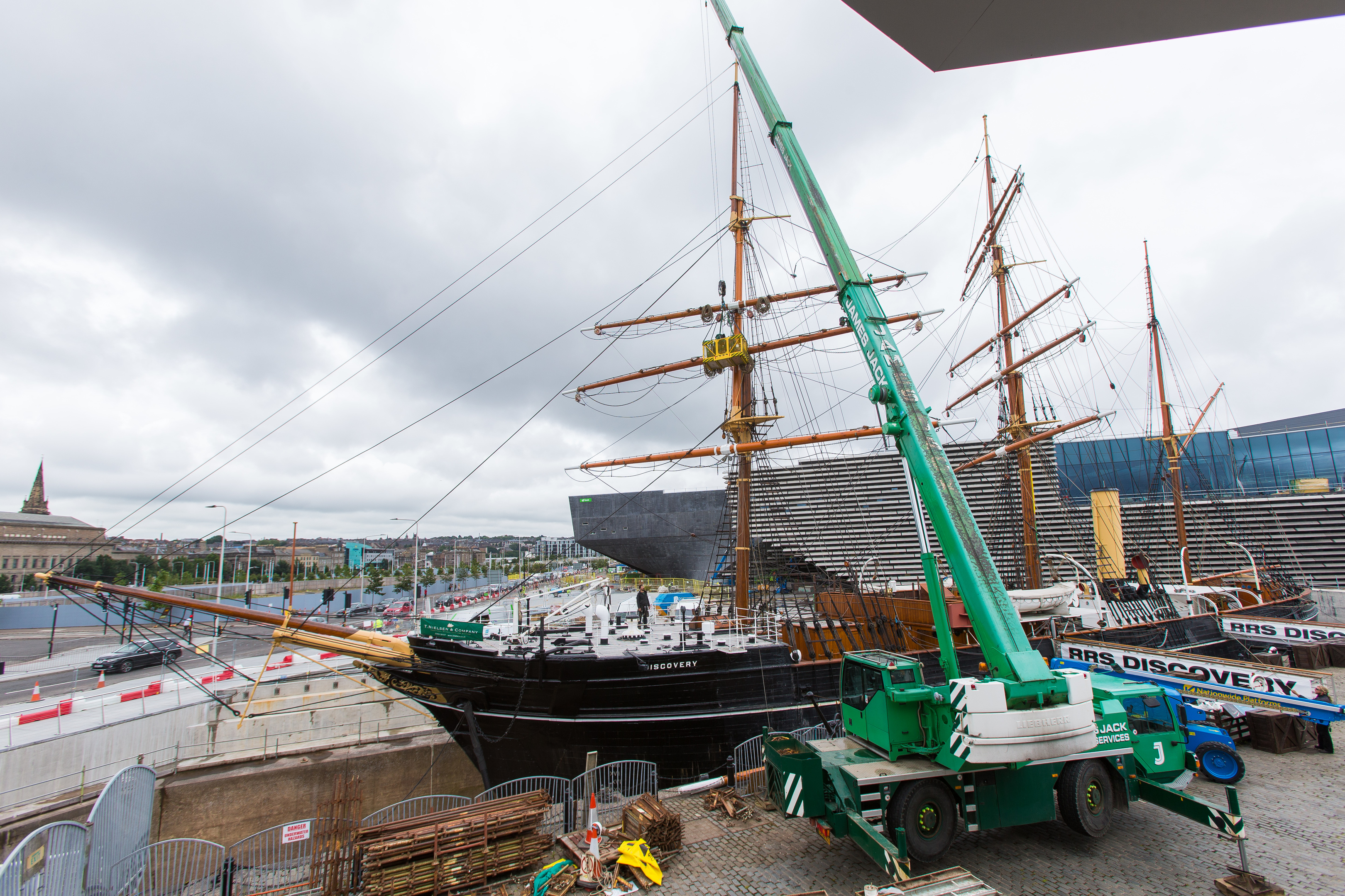 New masts being fitted for the refurbishment of the RRS Discovery.
