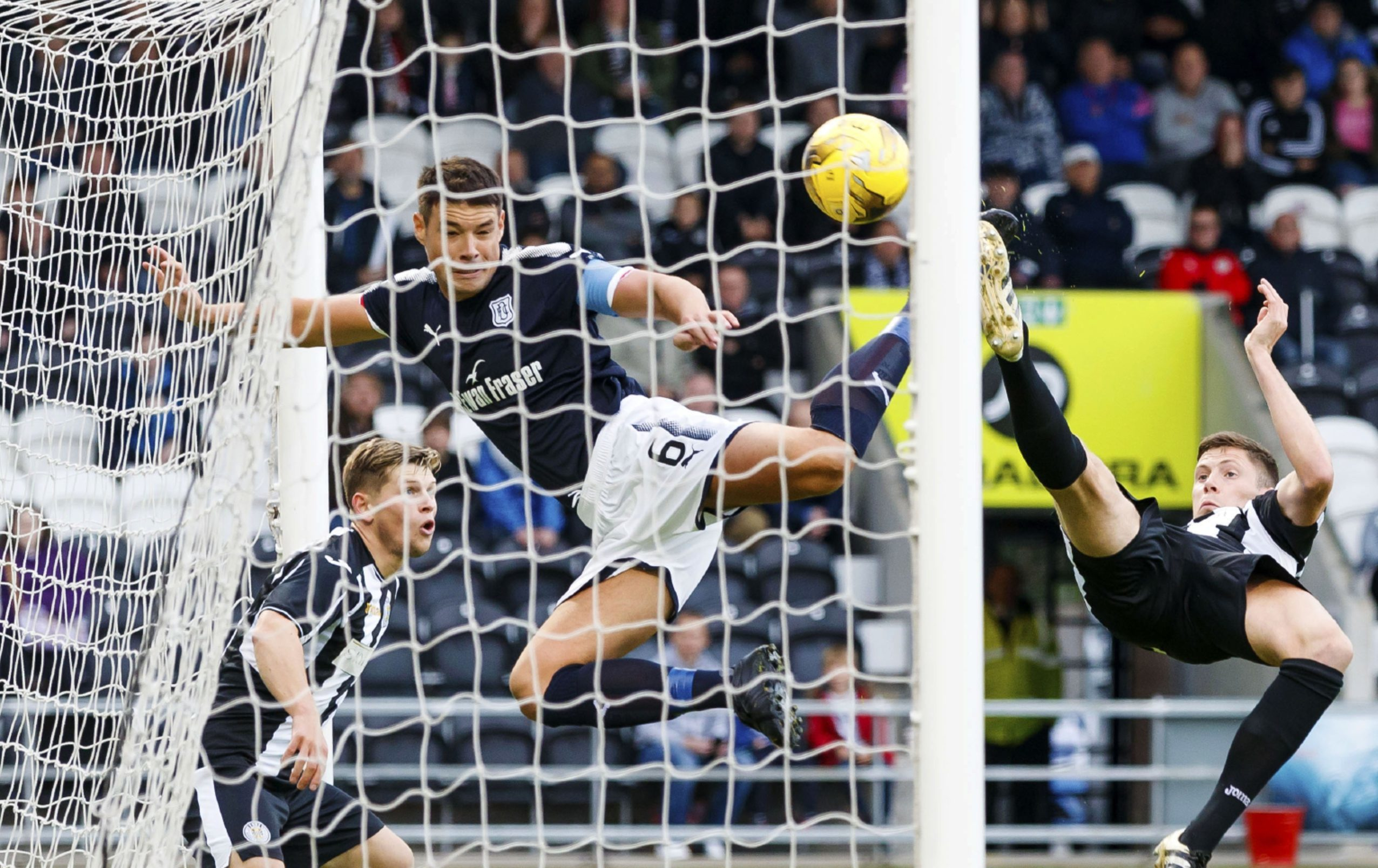 Darren O'Dea gets the opener for Dundee.