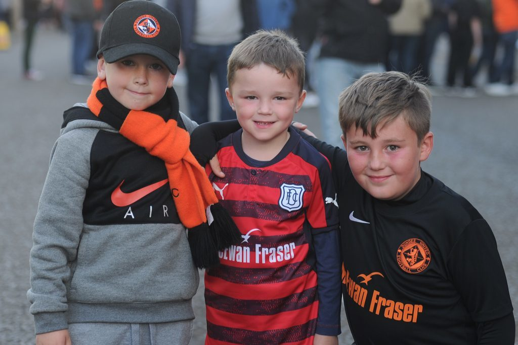 Alex Whyte (6), Jamie Denchfield (5) and Joey Turnbull (9) before the start of the match.
