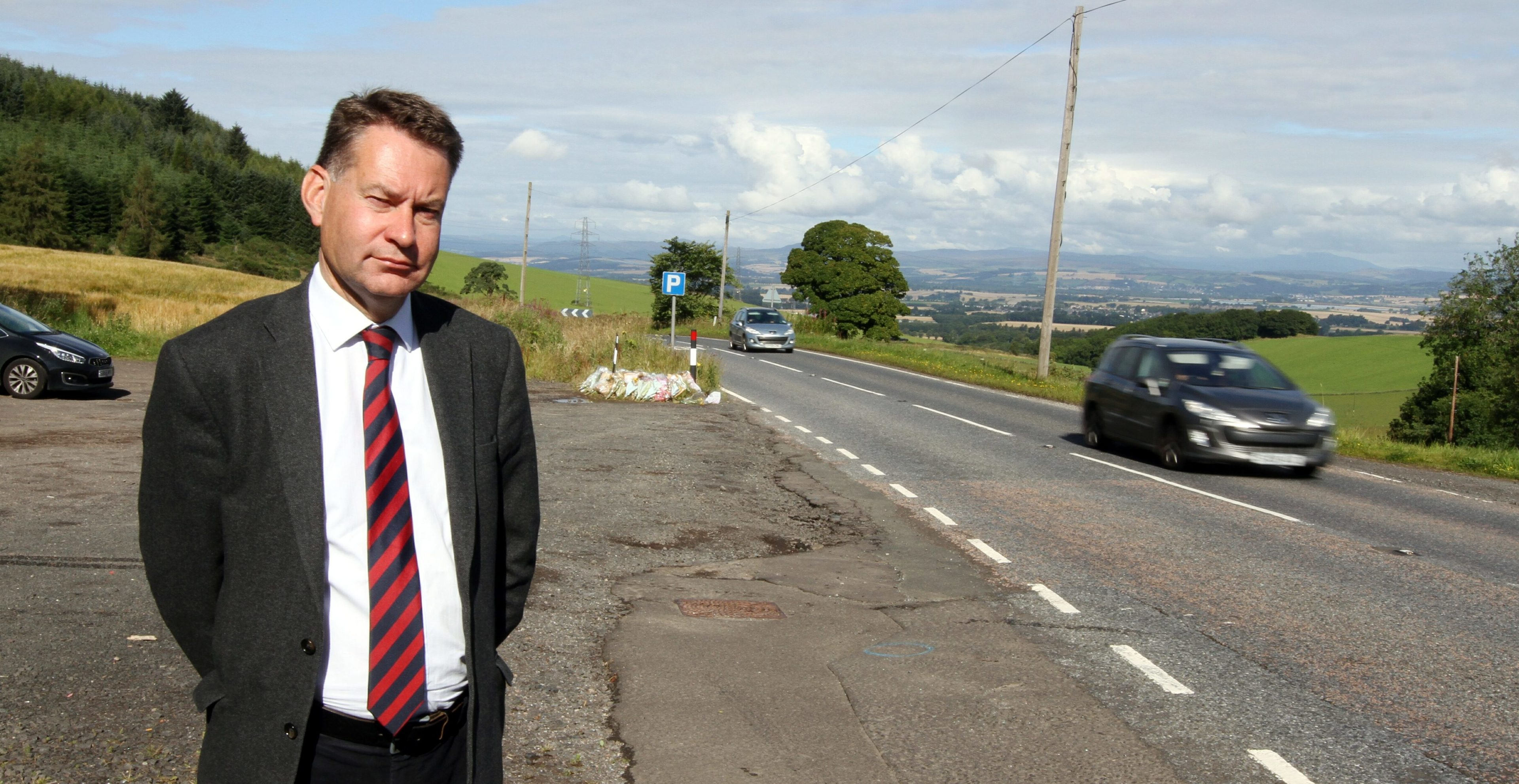 Murdo Fraser would like road signs to show the number of casualties.