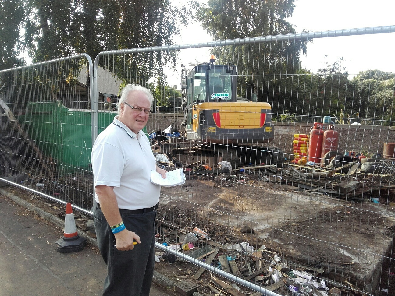 Cllr David MacDiarmid surveys the garden at 4 North Street well into its clear up