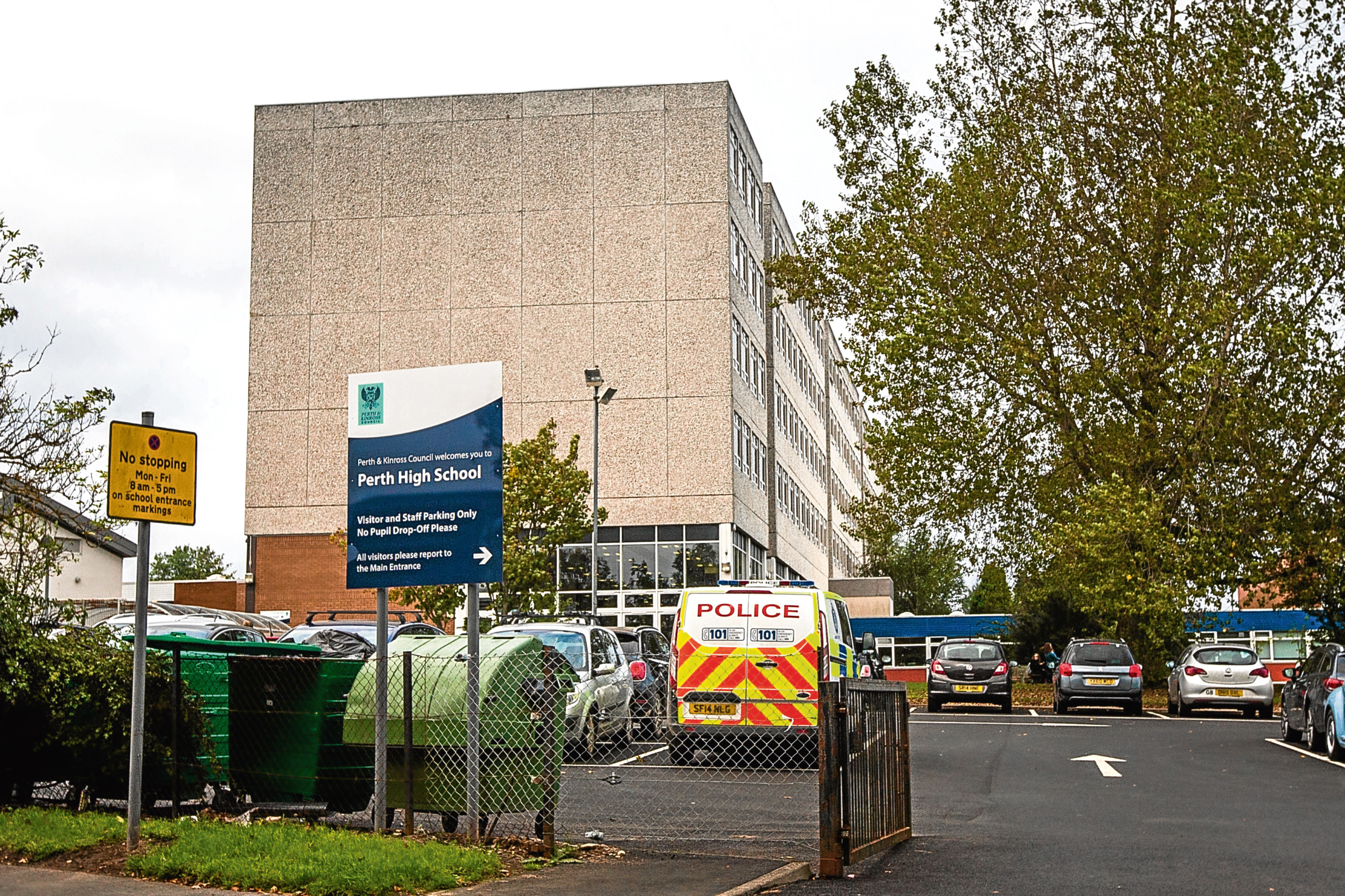 Courier News - Perth - Richard Burdge Story. Pupils setting off alarms have been set off at Perth High School. Picture shows general exterior view of Perth High School. Perth High School, Perth. Wednesday 27th September 2017.