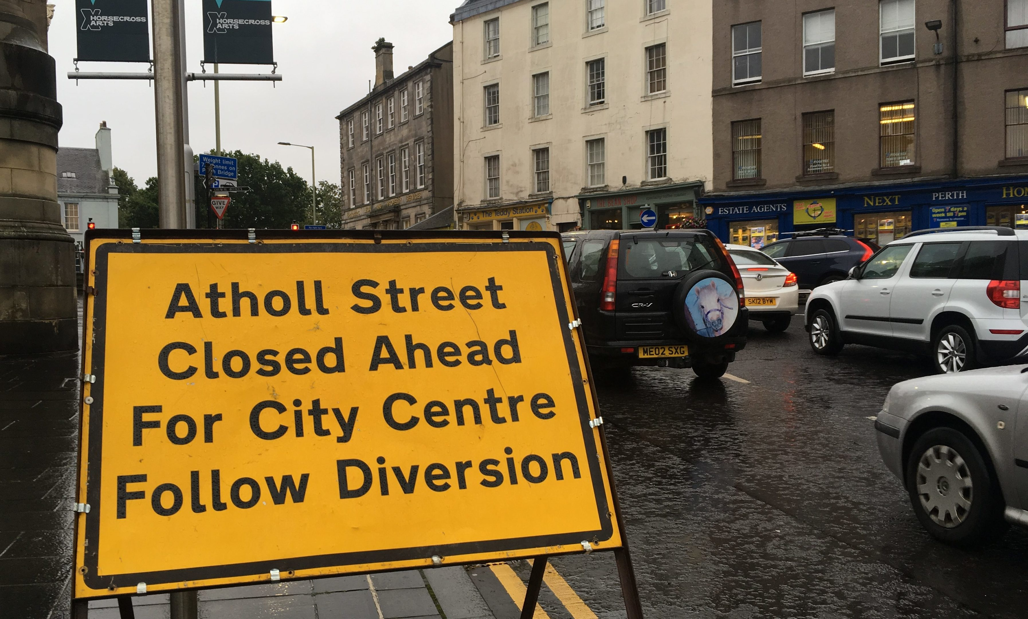 Traffic brought to a standstill by work on Atholl Street. The focus now shifts to Kinnoull Street.