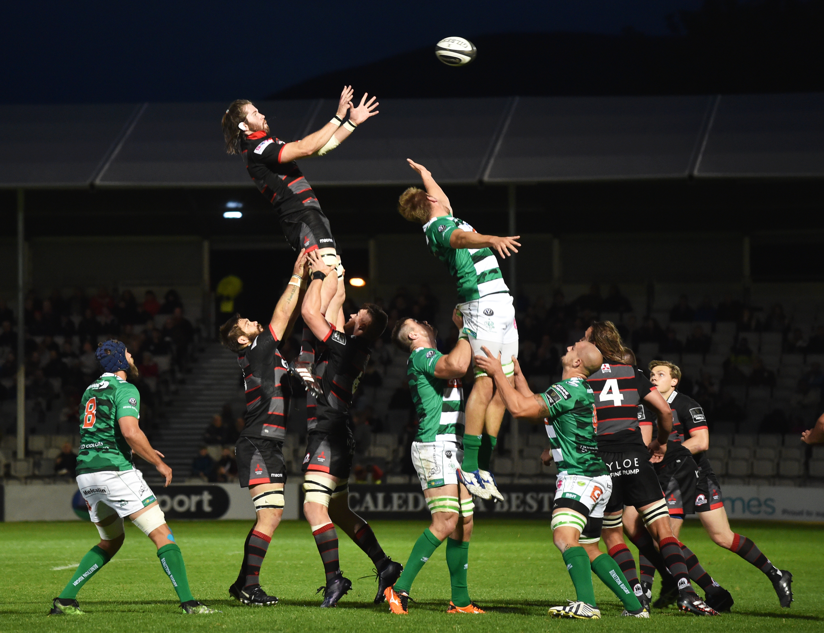 Ben Toolis takes lineout ball in Edinburgh's shock loss to Benetton last Friday.