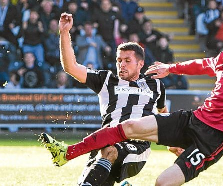 Dale Hilson scores to make it 2-1 to St Mirren.