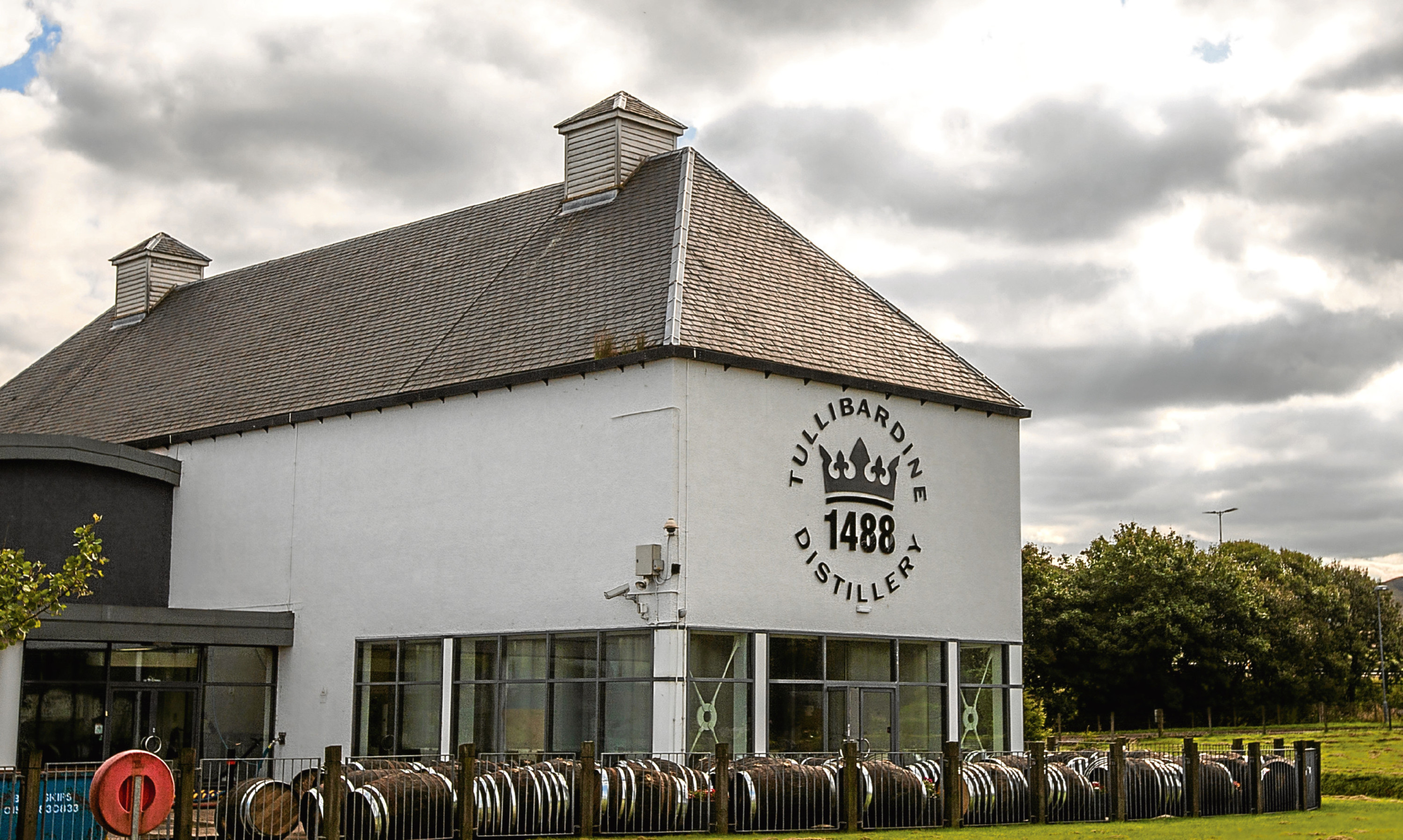 The Tullibardine distillery has a shop and offers tours.