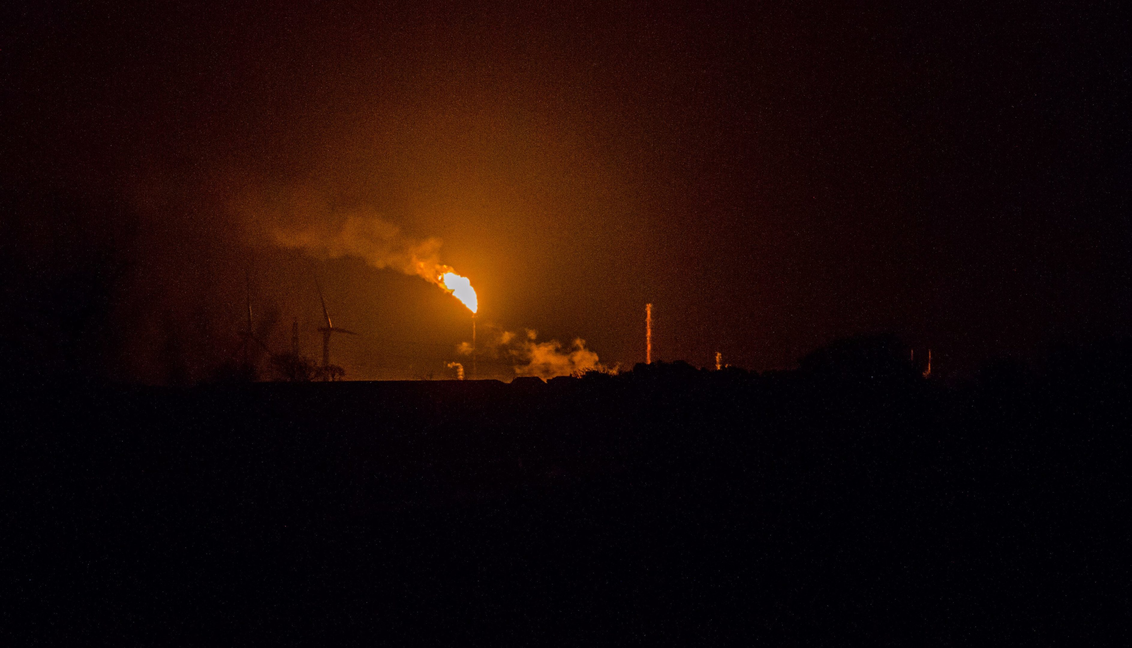 Flares from Mossmorran near Cowdenbeath this weekend.