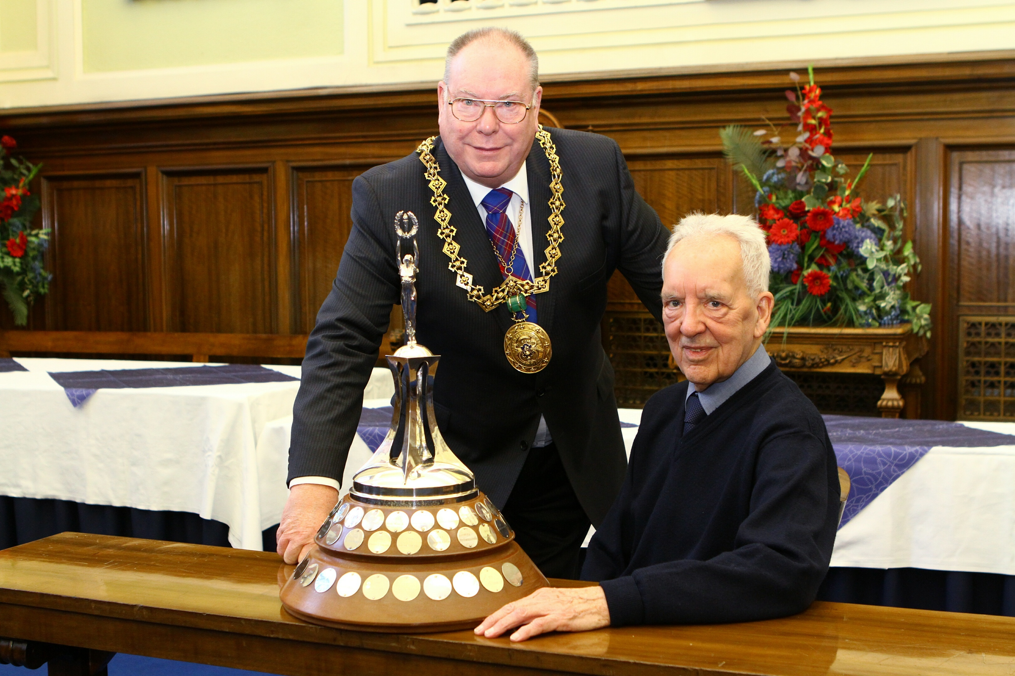 Dundee's Citizen Of The Year 2017, George Roberts, in the city chambers in Dundee with former Lord Provost Bob Duncan and the trophy.