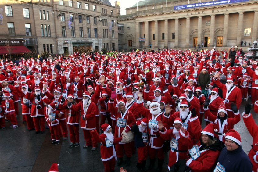 Video: Hundreds turn out for Dundee's first-ever Santa Dash - The Courier