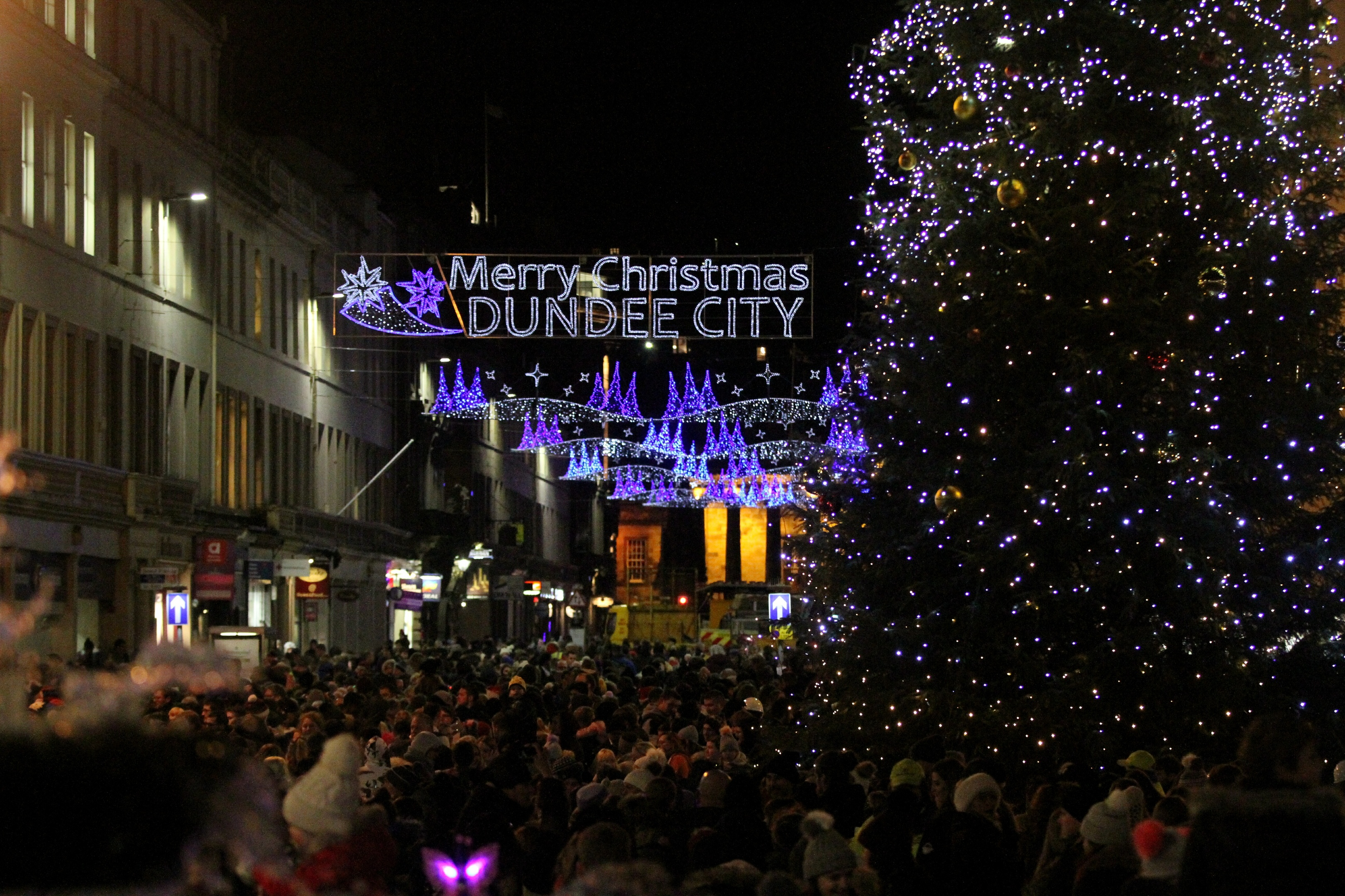 Evening Telegraph/courier News- Dundee xmas light night switch on,picture shows;  the light night parade. ,friday 24th november.