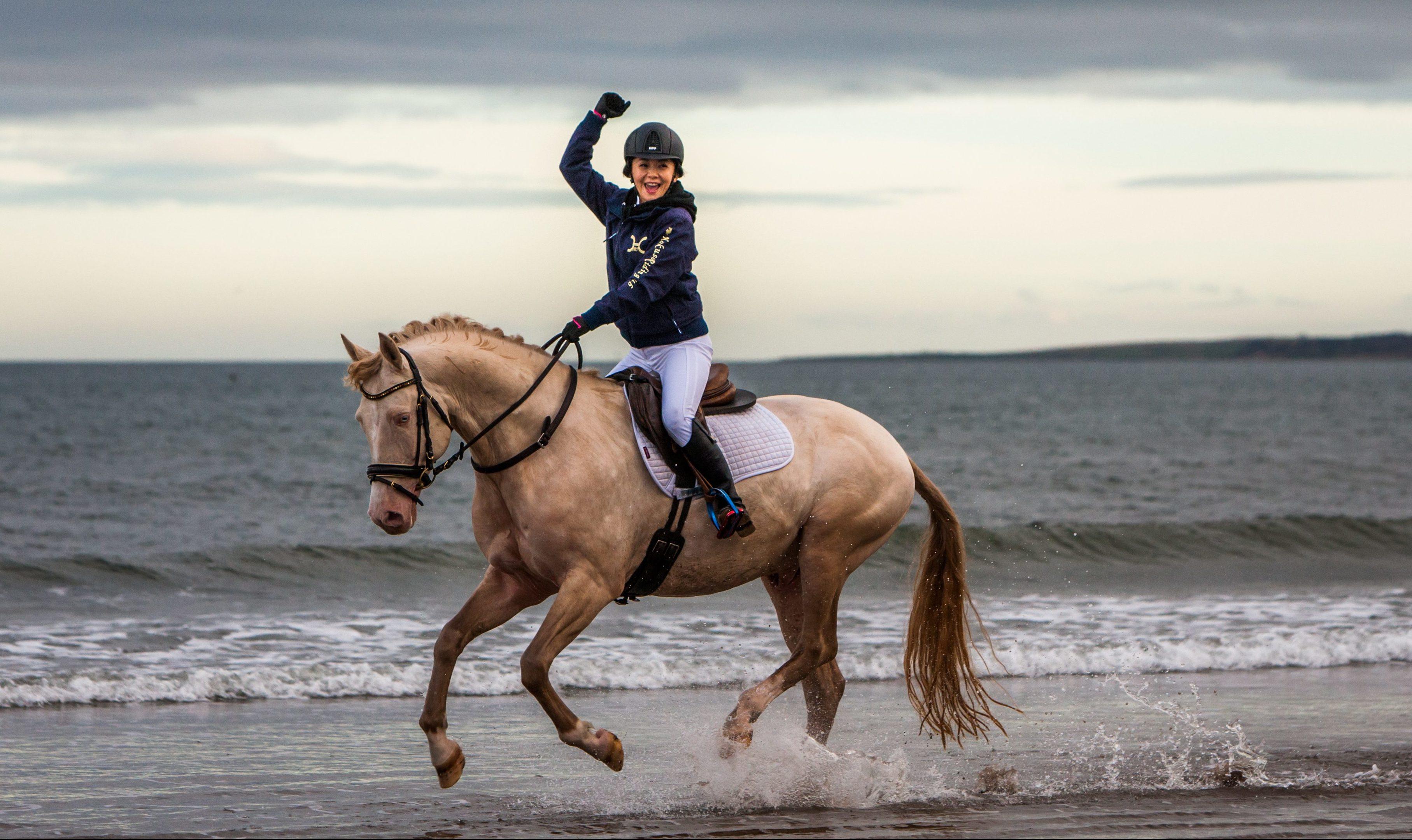 Tomomi Kahara rides Kambarbay along the West Sands