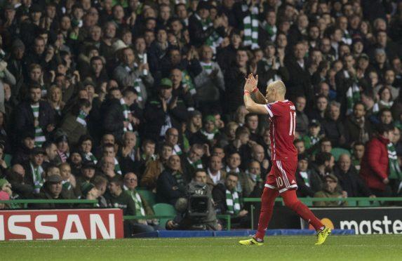 Bayern's Arjen Robben applauds the fans as he's subbed.