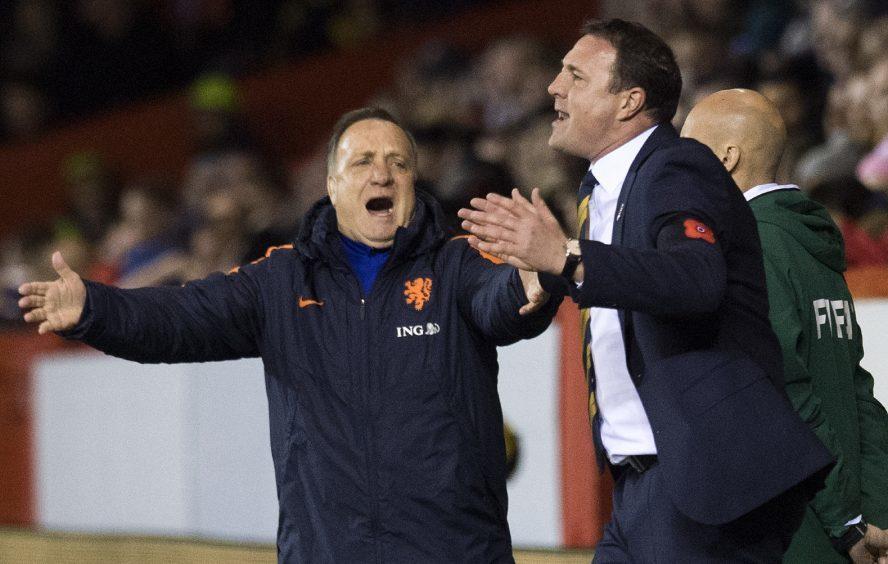 Mackay alongside Dick Advocaat during Scotland friendly against Netherlands